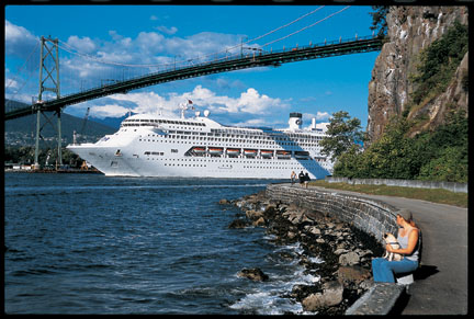 Cruise_Ship_Lions_Gate_Bridge